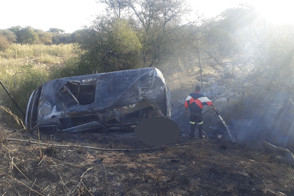 <p>TAXI BURNS TO ASHES, CLAIMS ONE LIFE</p>